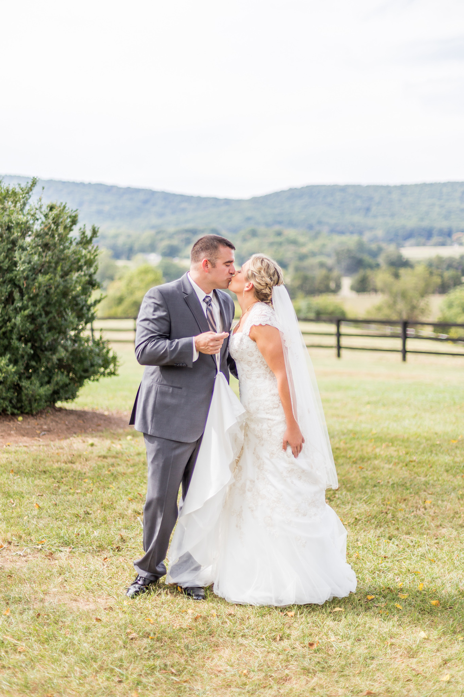 Jessica Green Photography_Fredericksburg_Virginia_Wedding Photography_Wedding Photographer_farm_horse_classic wedding-38
