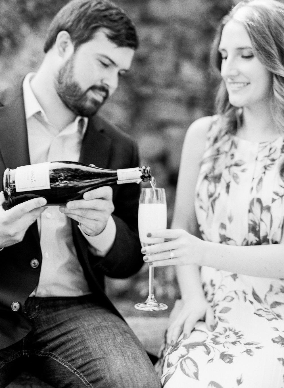 Oatlands-Plantation-Engagement-Photos_DC-Wedding-Photographer_Jessica-Green--3.jpg