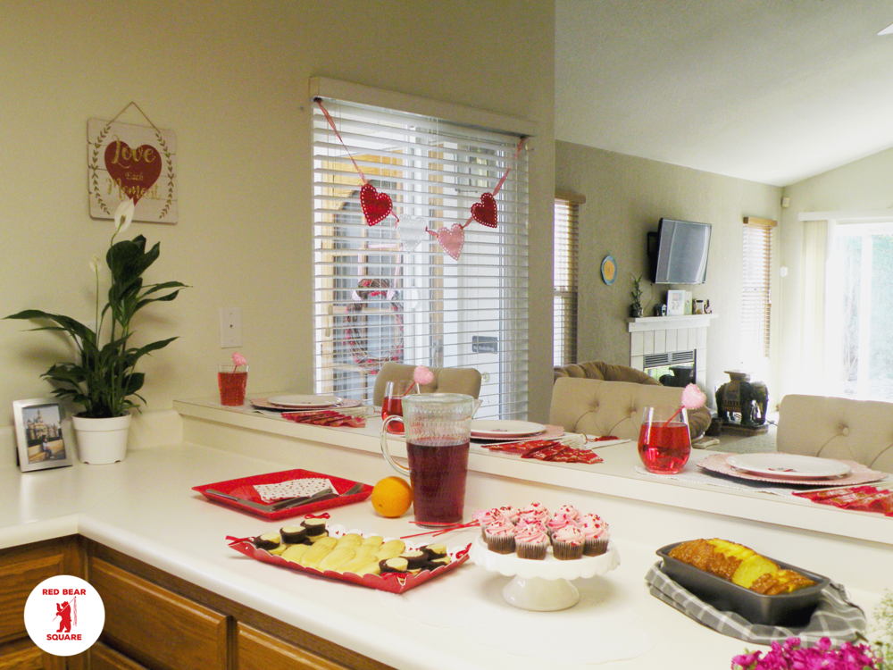 Valentines Tablescape FDSCN5484 small RBS.png