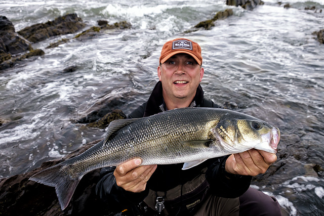 Richard with a bass of 5lbs, taken on the most stunning looking white coloured IMA Komomo Slim 130 - yes, I am going shopping..........!