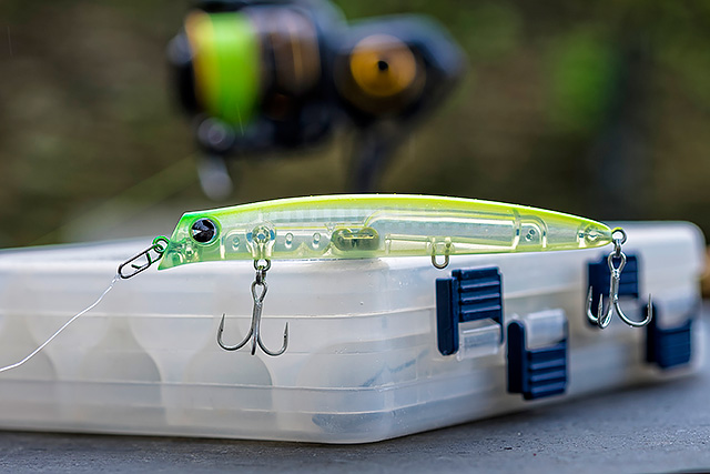 IMA Komomo SF-110 - The IMA Komomo lures do it for me in a big way, and this smaller IMA Komomo SF-110 (110mm, 12g, 0-50cm swimming depth) is a stunner. Casts well, swims lovely and shallow, and the action is sublime. I simply have not used this smaller SF-110 as much as I should have, and this error is going to be corrected.Affiliate links (my sincere thanks if you choose to buy via these): Lurefishingforbass.co.uk, Ebay