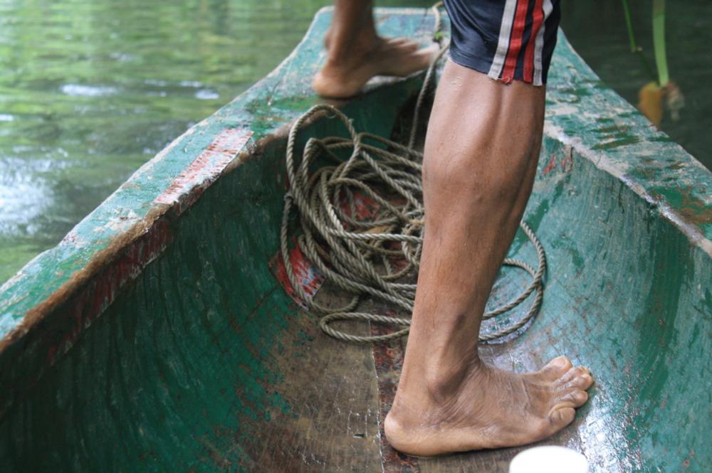 Traveling by dugout canoe in the Darien Gap, Panama. © Carolyn McCarthy