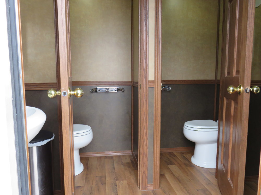 4 person luxury restroom trailer