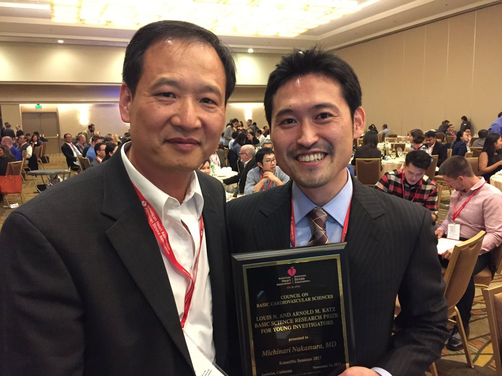Dr. Nakamura (right) holding his First Prize plaque. Professor Ju Chen (left) from UCSD.