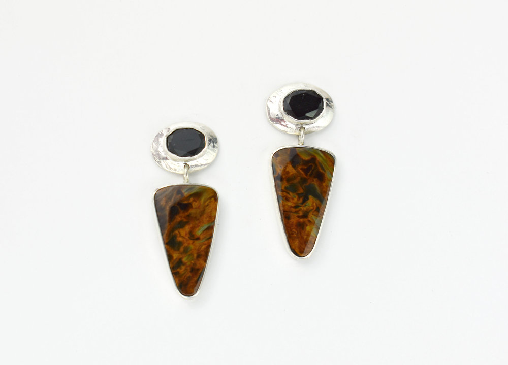 SS Faceted Onyx and Petersite earrings.jpg