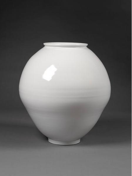 Victoria & Albert Museum  Moon Jar, 2008  White Porcelain  Young Sook Park