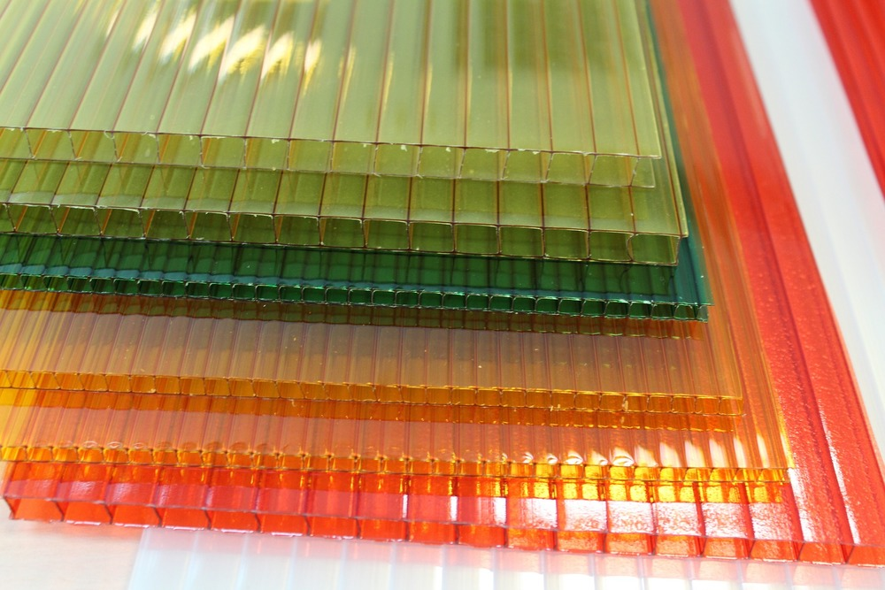 polycarbonate-779671_1920.jpg