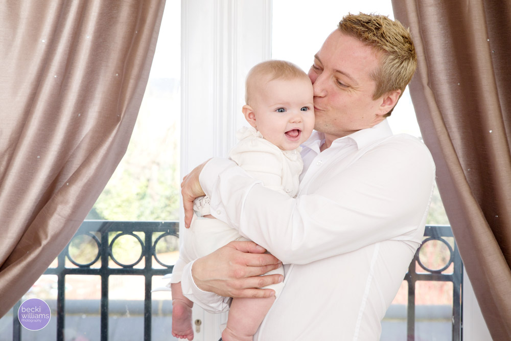 Baby Photos Hemel Hempstead - daddy kisses