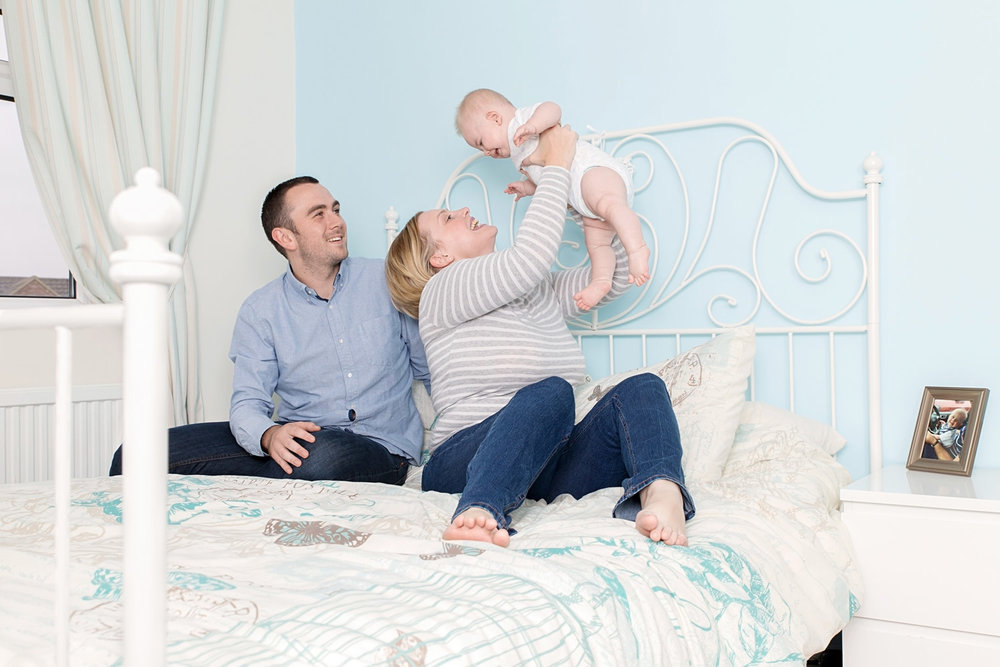 BABY PICTURES - LIFESTYLE FAMILY PHOTOGRAPHY ON BED