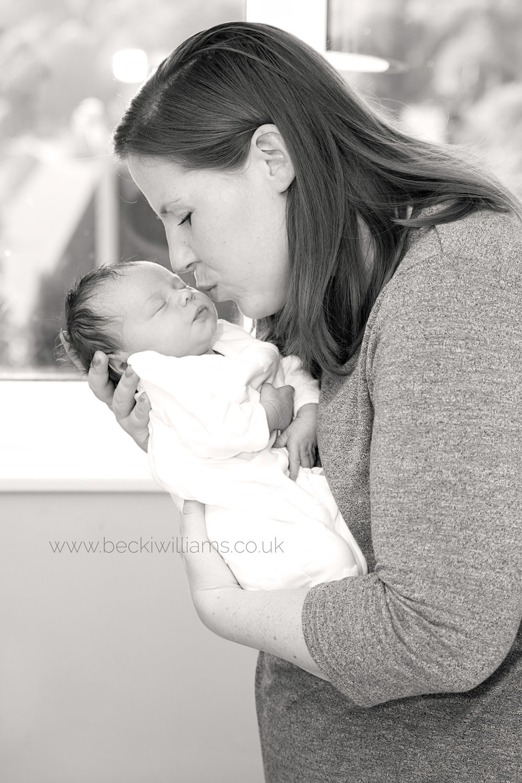 family-photographer-hemel-hempstead-mum-and-newborn
