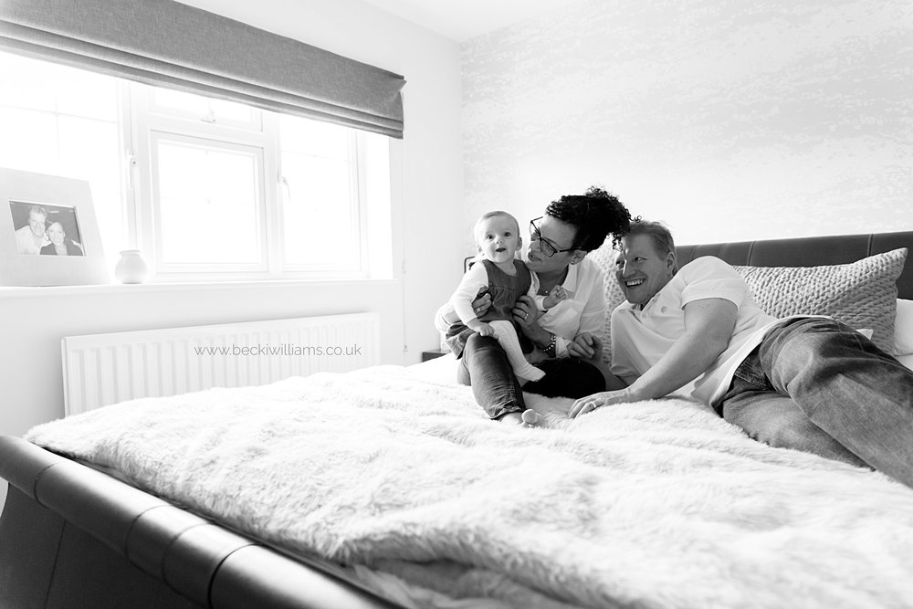 family-photographer-hemel-hempstead-on-bed-relaxed-0317
