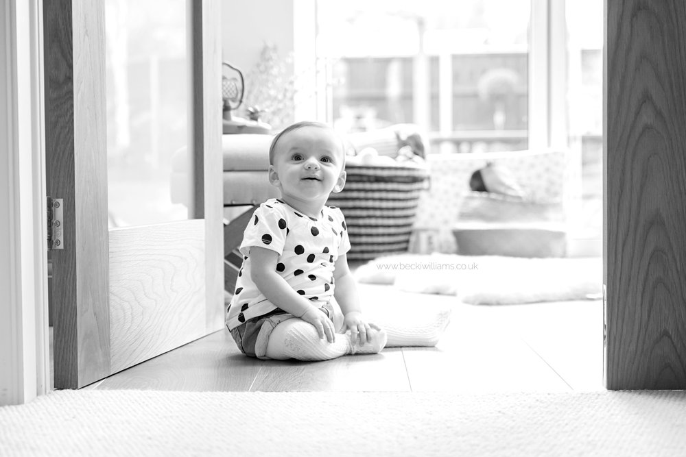family-photographer-hemel-hempstead-lifestyle-baby-in-own-home-0317