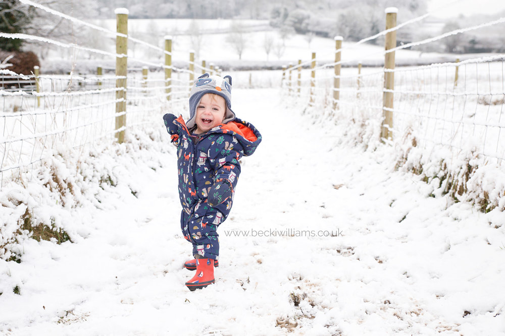baby-photography-hemel-hempstead-boy-in-snow-outdoor