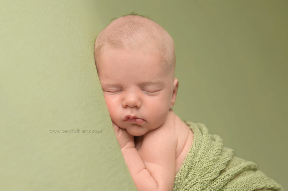 newborn-photography-hemel-hempstead-green-close-up.jpg