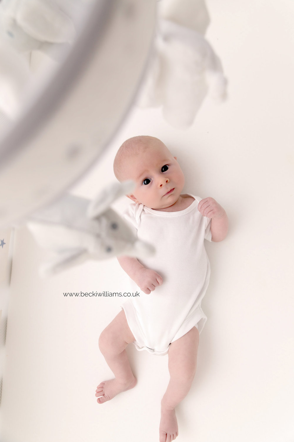 lifestyle-newborn-photography-relaxed-at-home-cot.jpg
