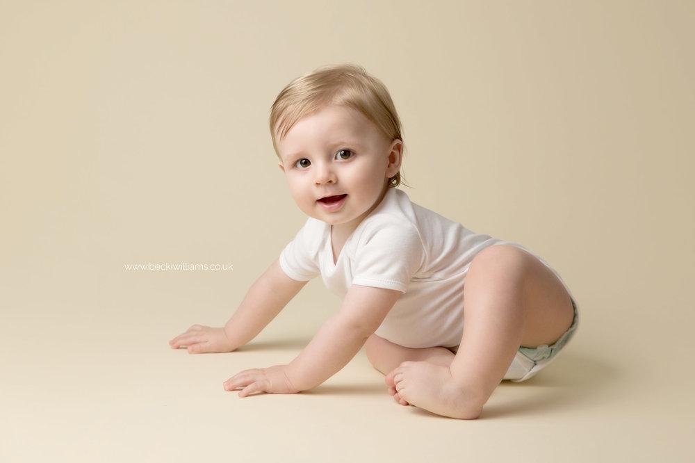 becki-williams-photography-hemel-hempstead-8-month-old-12.jpg