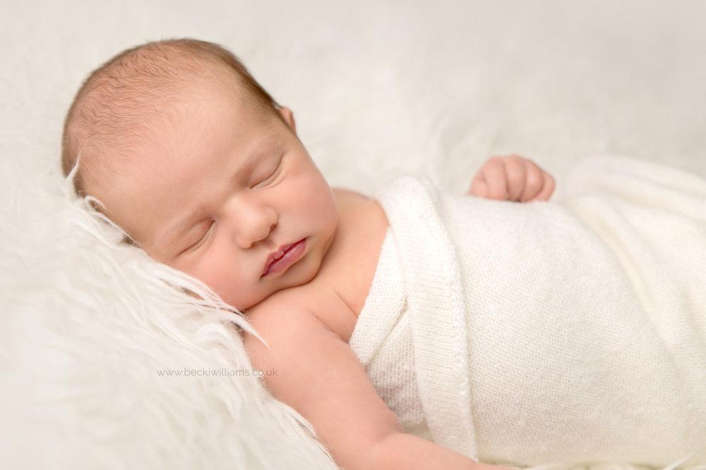 newborn-Hertfordshire-photograher-white-natural-fluff-girl.jpg