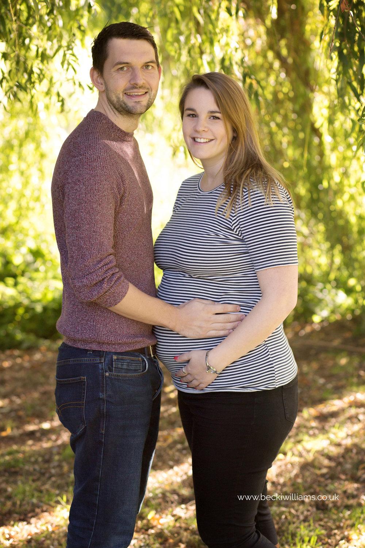 maternity-photography-in-Herfordshire-Gadebridge-Park-pregnancy-3.jpg