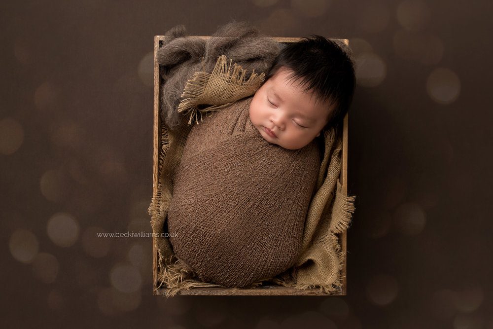 newborn-photography-in-hertfordshire-watford-crate-brown-neutral-beautiful.jpg