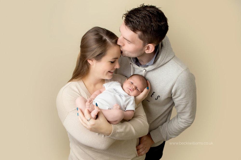 photographer-in-hemel-hempstead-newborn-baby-girl-asleep-family-2.jpg