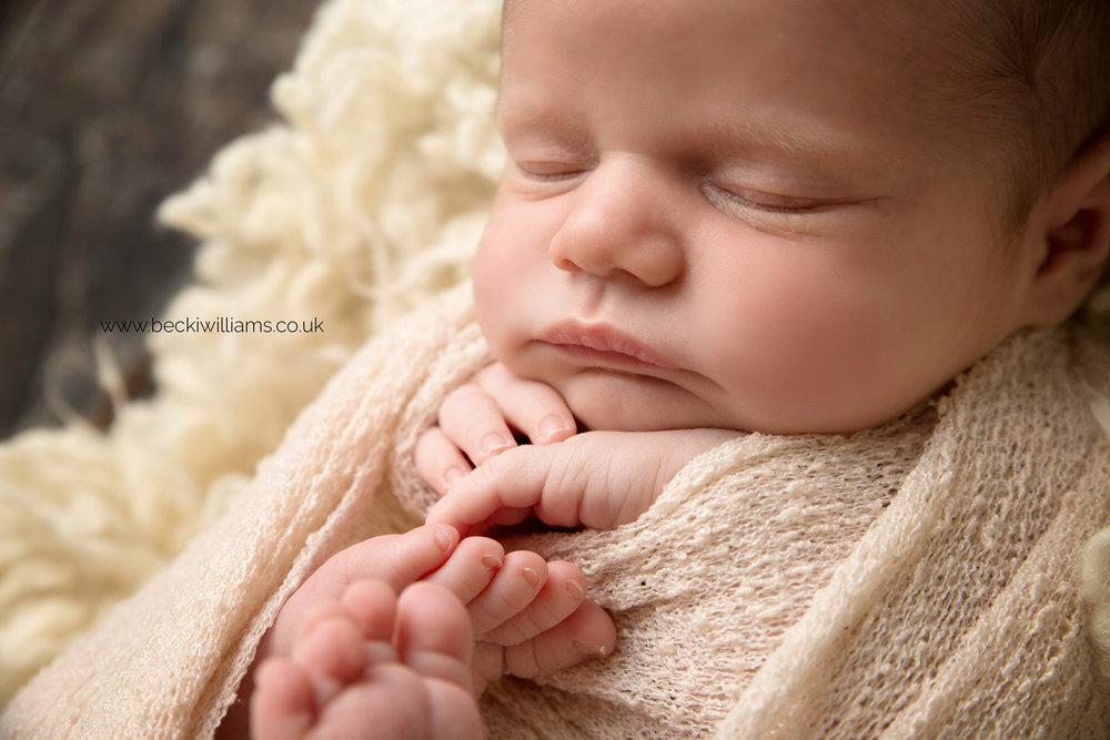 photographer-in-hemel-hempstead-newborn-baby-girl-asleep-9.jpg