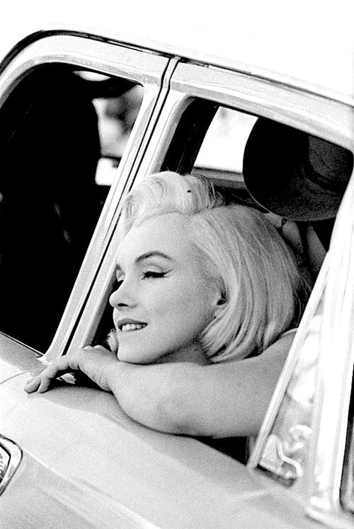 -Marilyn-Monroe-marilyn-monroe-31809902-500-748.jpg