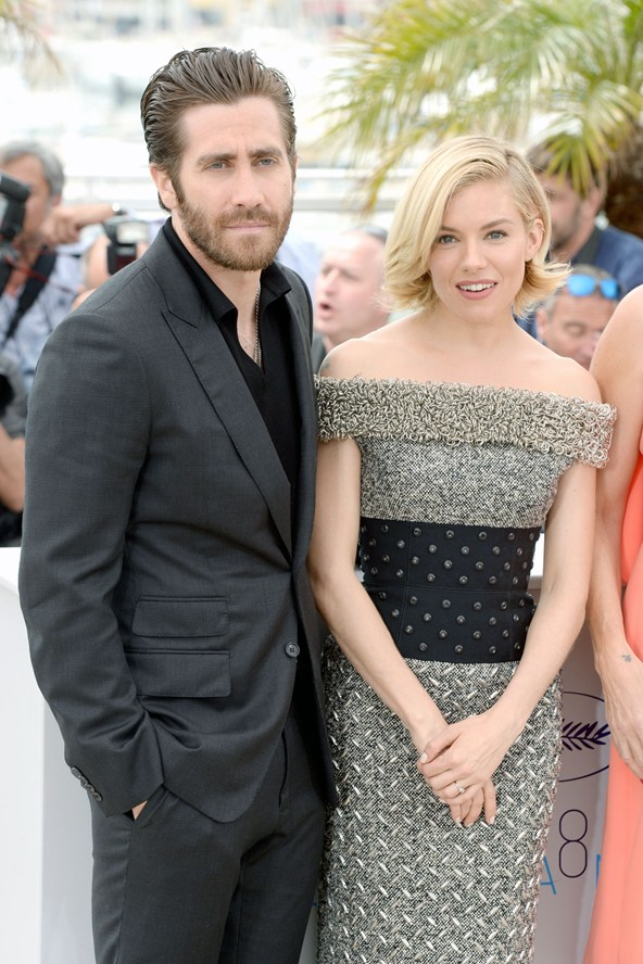Jake-Gyllenhaal-Sienna-Miller-Vogue-13May15-PA_b_592x888.jpg