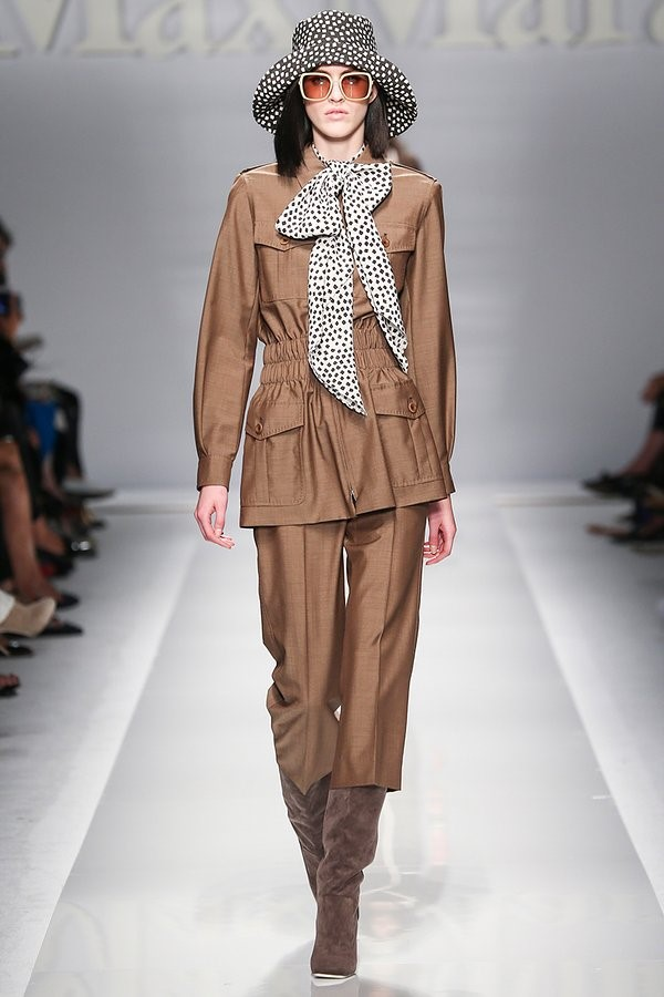 Max Mara Spring 2015 - A nod to YSL's original Safari pantsuit.