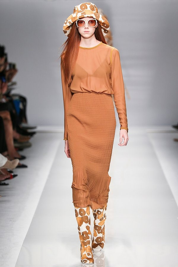 Max Mara Spring 2015- More mixed neutrals with the classic burnt orange.