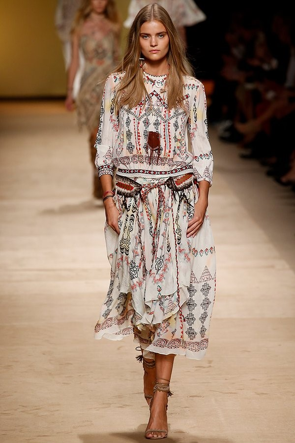 Etro Spring 2015 - Peasant blouse and crochet accessories