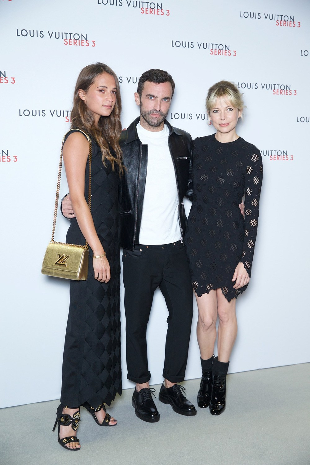 1-Alicia-VIKANDER-Nicolas-GHESQUIERE-vuitton-vogue-21sep15-pr_b.jpg