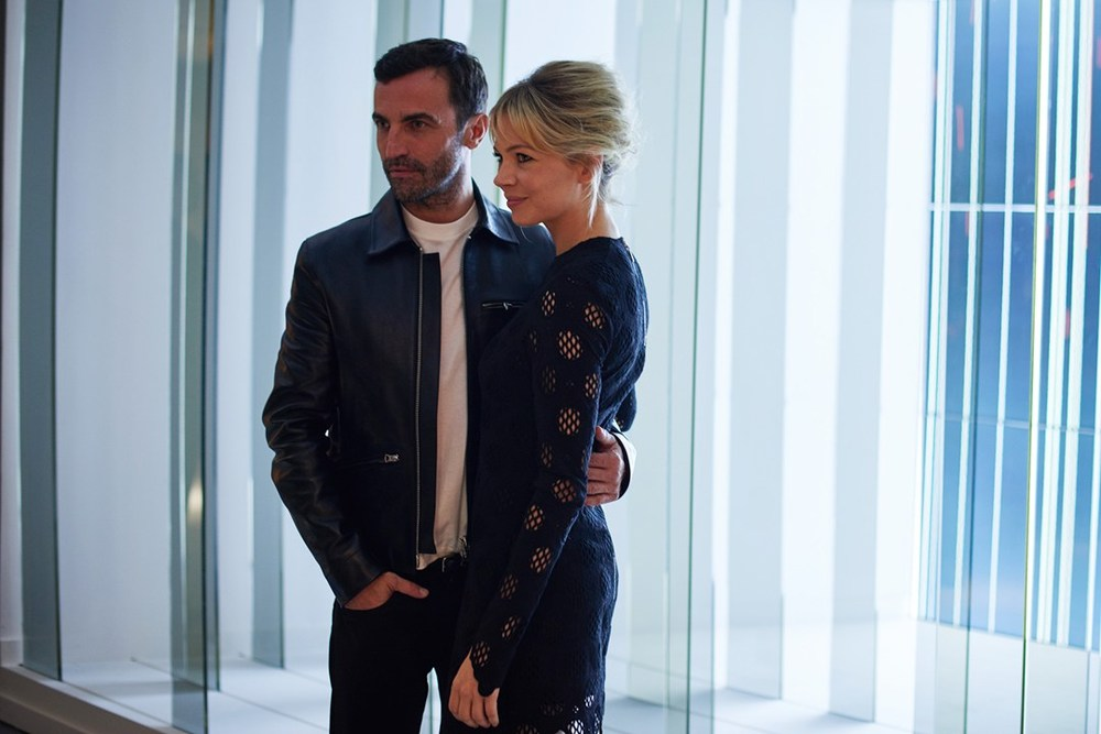 1-Nicolas-Ghesquiere--Michelle-Williams-2-vuitton-vogue-21sep15-pr_b_1080x720.jpg