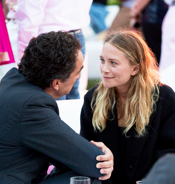 Olsens-Anonymous-Mary-Kate-Olsen-Olivier-Sarkozy-Paddle-And-Party-For-Pink-Oversized-Black-Coat-Smiling.jpg