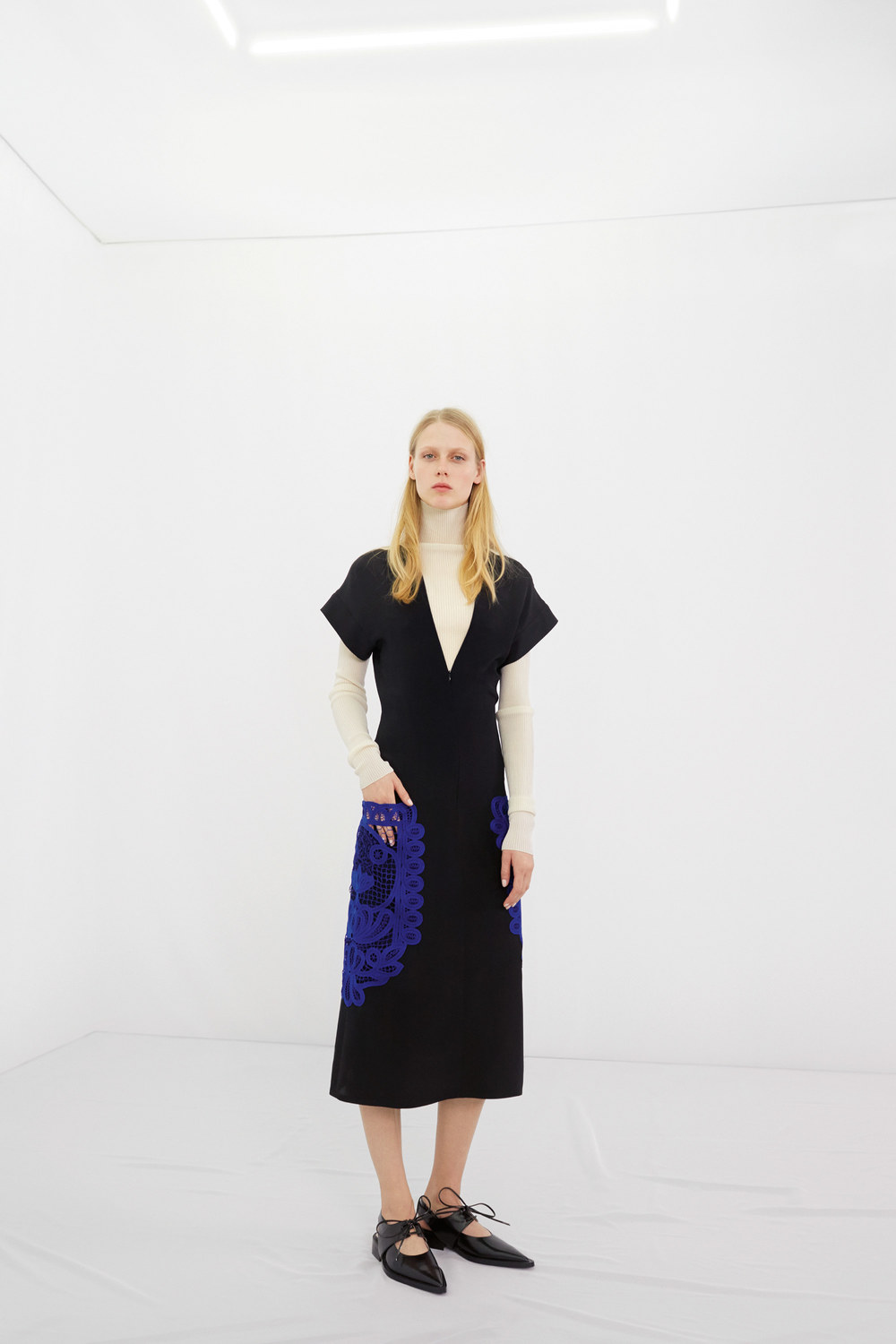 victoria-beckham-pre-fall-2016-lookbook-05.jpg