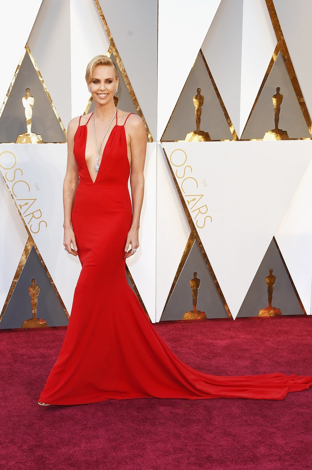 Charlize Theron can never go wrong. This lady in red dazzled us with graceful beaut ones again