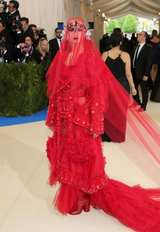 Katy Perry, wearing Maison Margiela by John Galliano -