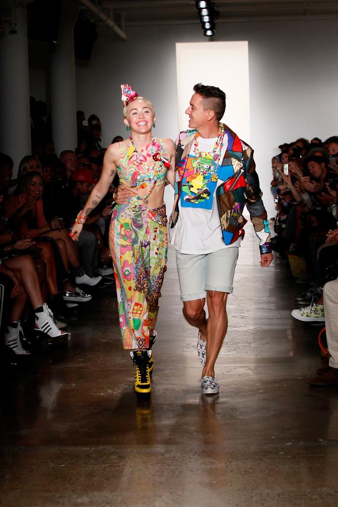 Jeremy+Scott+Runway+MADE+Fashion+Week+Spring+FiTN8THAxdyx.jpg