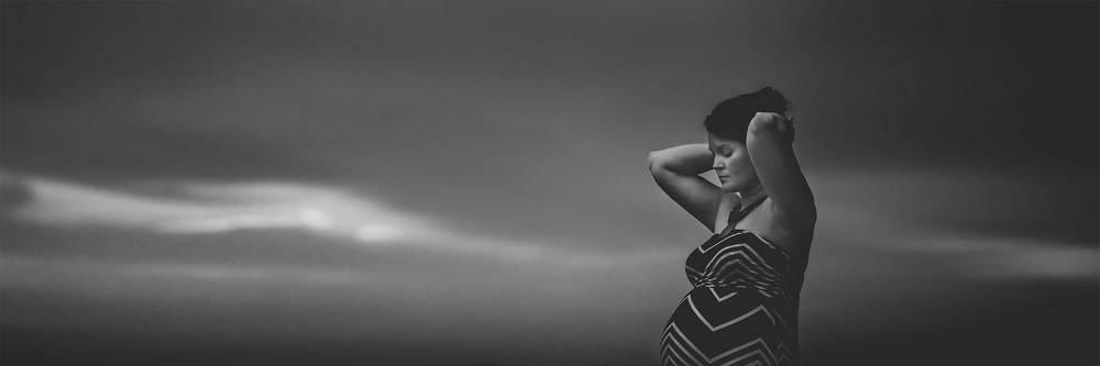 Dramatic black and white maternity photo by Northern Virginia photographer Rachel K Photo