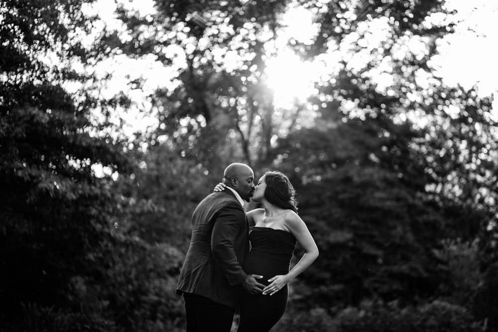Black and white maternity photo of couple kissing by Huntsville and Madison Alabama maternity photographer Rachel K Photo