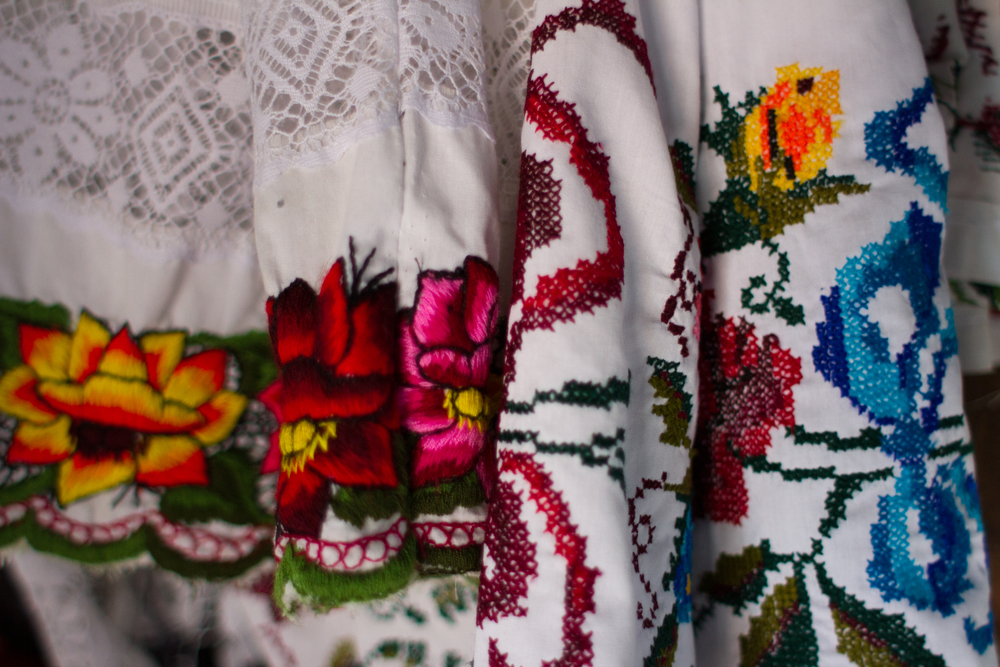 Huipiles embroidered in Yaxhachen