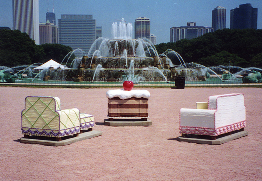 Sweet Suite, 2001 - Buckingham Fountain - Epoxy, fiberglass - Life size - Sponsored by Sara Lee Foundation and Chicago Cultural Center.