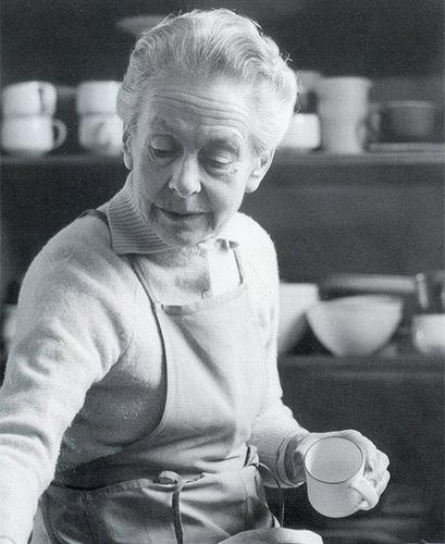 Lucie Rie at work