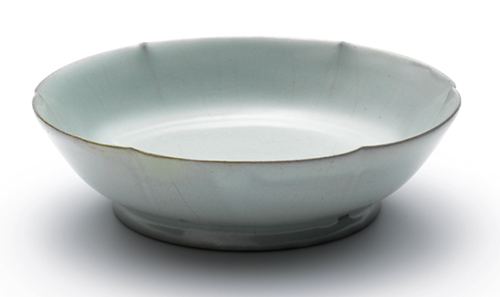 Brush Washer, Ru ware, the Northern Song Dynasty (960-1127), sold for $207m HKD at Sotheby's in 2012, private collection