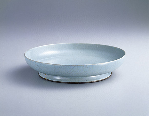 Plate with greenish-blue glaze, the Northern Song Dynasty (960-1127), National Palace Museum, Taipei