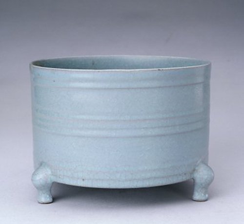 Light-sky-blue glazed Zun container, Ru ware, the Northern Song Dynasty (960-1127), the Palace Museum, Beijing