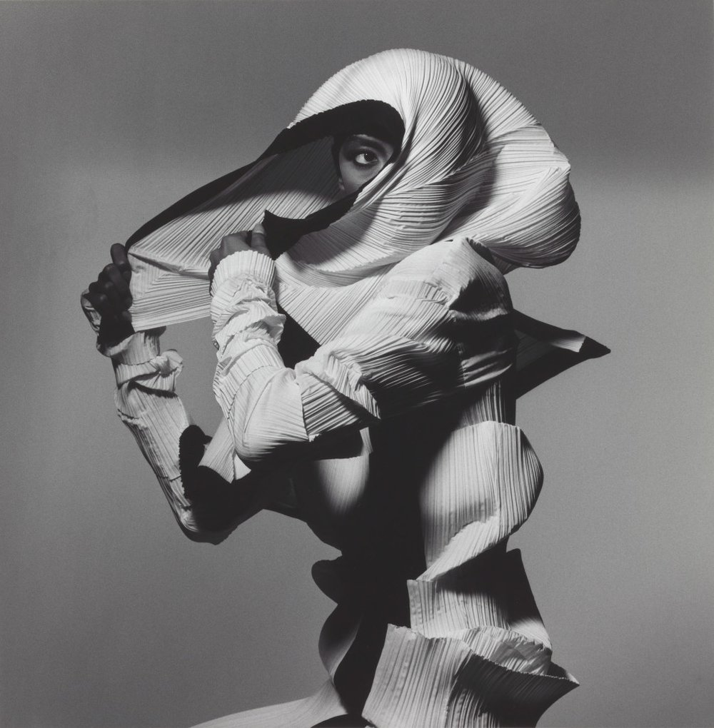 01_Issey Miyake Fashion, Black and White, N.Y.1990.jpg