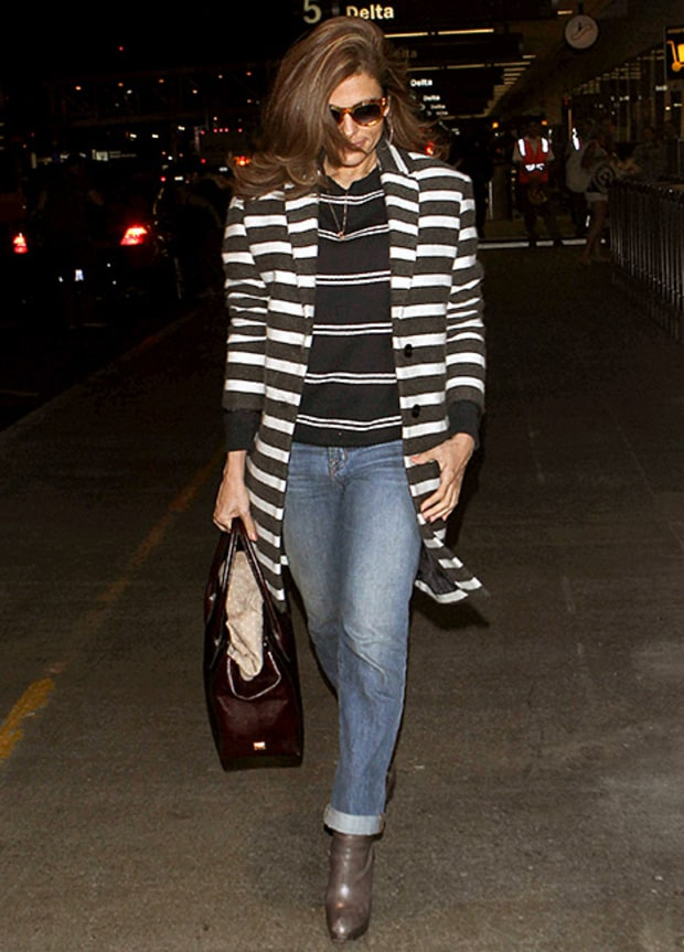 Eva Mendes (pear) shows how straight leg jeans balance out her hip to shoulder ratio with pointed booties that lengthen her legs.