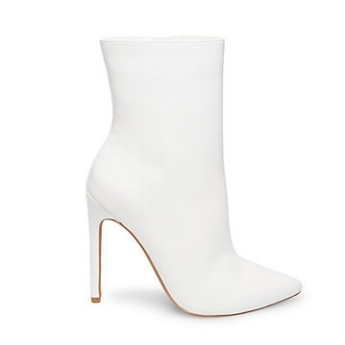 STEVEMADDEN-BOOTIES_WAGNER_WHITE-PATENT_SIDE.jpeg