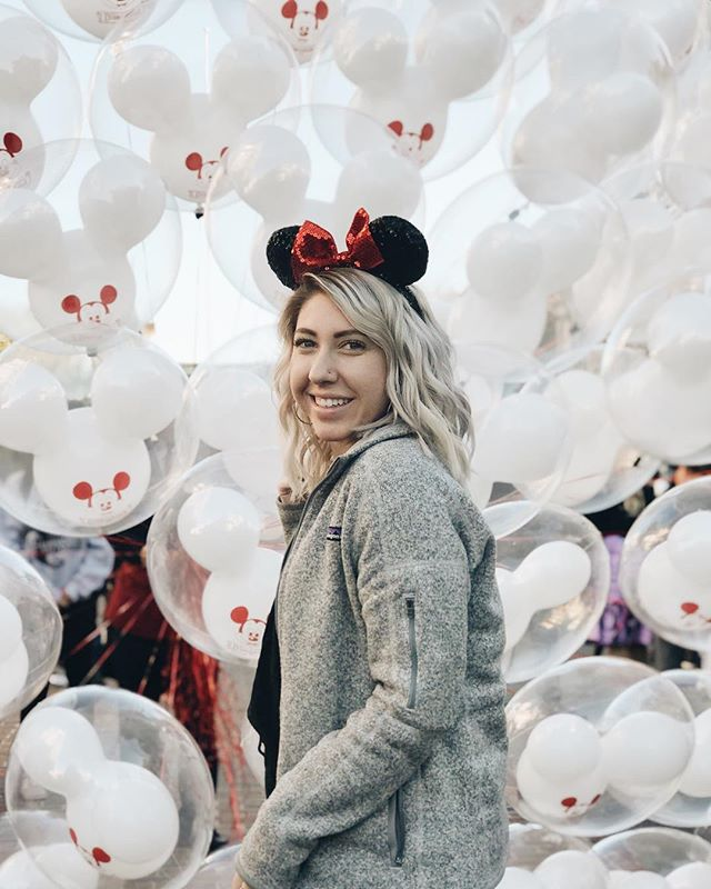 Disney 🎈#disneyland #disney #mouse #love #balloons #portrait #portraitphotography #portraitphotographer #disneyfan #disneylife