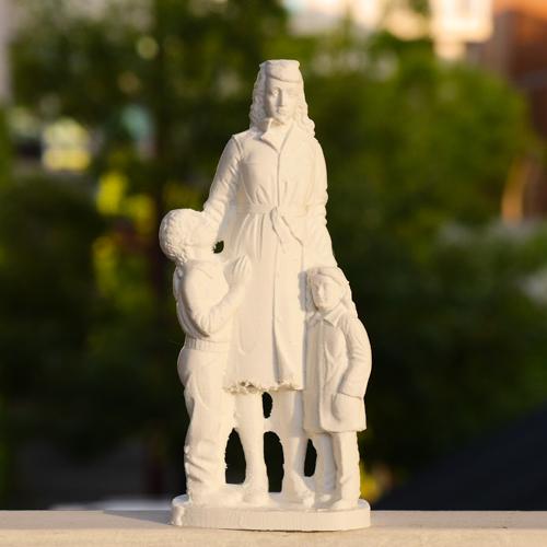 엄마와 두 아이. 18cm